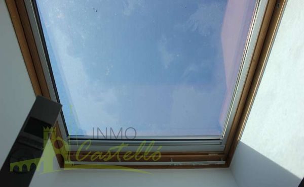 TILING WINDOW WITH BLIND AND WITH REMOTE CONTROL
